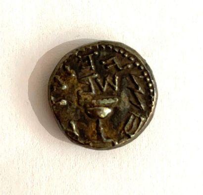 Judée – Première révolte juive  Un shekel  A : Calice au centre  R : bouquet de...