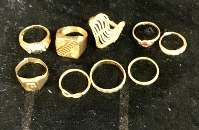 Jewellery - Ring  Set of nine 18 karat gold rings and signet rings (some cut or...