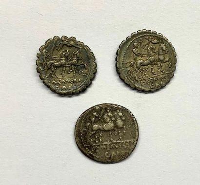 Rome – Memmia  Lot de trois Deniers Serratus  A : Saturne tête laurée à gauche  R...