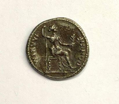 Rome – Tibère  Denier  A : Tête laurée de Tibère à droite  R : Livie assise à droite...