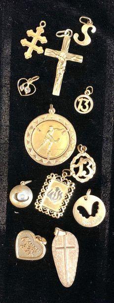 Bijoux - Pendentif  Lot de douze pendentifs en or 18 carats  Poids brut 20,31 grammes...