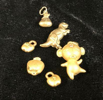 Bijoux - Pendentif  Lot de six petits pendentifs en or jaune 18 carats  Poids brut...
