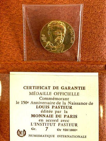 France – Louis Pasteur  Une médaille commémorant le 150e anniversaire de la naissance...