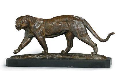 R. SARAT Panthère Sculpture en bronze à...