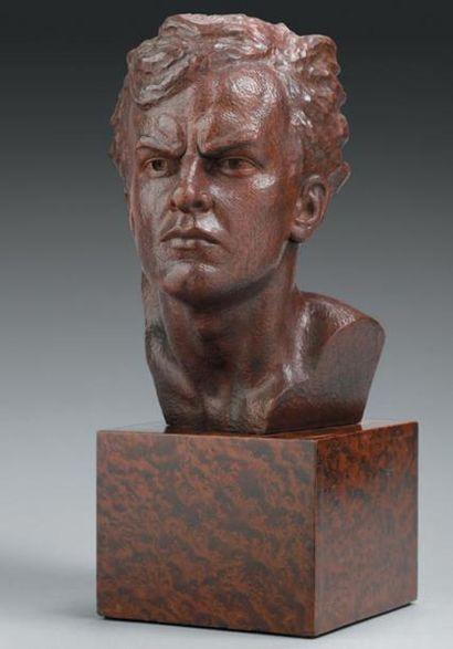 OULINE Mermoz Tête en bois teinté brun sculpté...