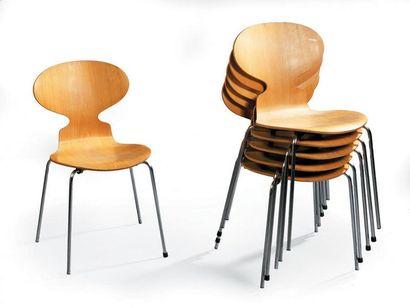 Arne JACOBSEN Six chaises fourmis modèle...