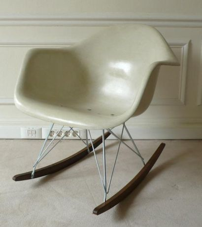Charles et Ray EAMES Rocking chair, modèle...