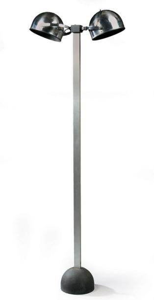 STILNOVO Haut lampadaire à fût en métal...