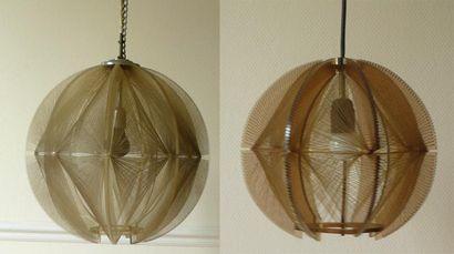 Deux lampes des Années 1970 Suspension Planisphère...