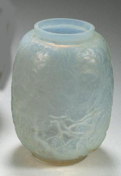 René LALIQUE (1880 - 1945) Vase Monnaies...