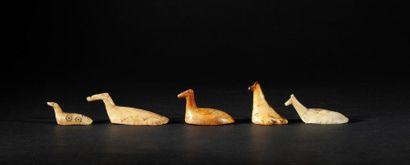 ensemble de six oiseaux utilisés comme jetons...