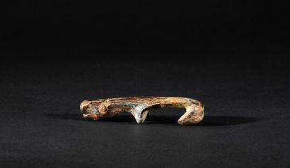 Rare amulette en forme de phoque barbu orné...