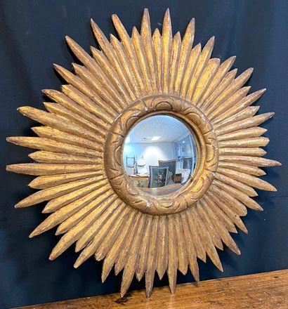 Miroir sorcière en bois doré rayonnant, le...