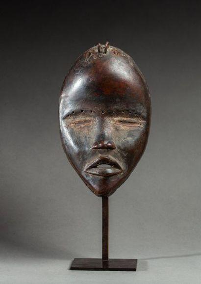 § Masque de danse représentant un beau visage...