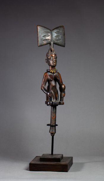 Sceptre cultuel Osche Shango utilisé au cours...