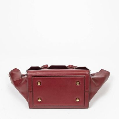 "CÉLINE Cabas ""Tie"" - ""Tie"" tote Red smooth leather  Gold metal trim  25 x 25 x 15cm..."