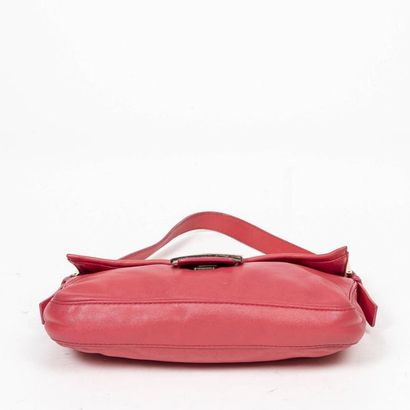 "FENDI Sac ""Baguette"" - ""Baguette"" bag Malabar pink leather  Gold metal trim  25 x..."