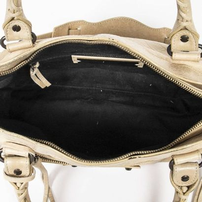 """BALENCIAGA Sac """"Arena First"""" - """"Arena First"""" bag Beige aged leather  Aged brass metal..."""