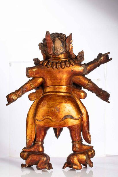 *SINO-TIBET, XVI-XVIIe siècle Divinité sino-tibétaine en bois laqué et doré Représentant...