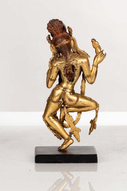 TIBET, XVIe siècle Statue de la déesse Sabari en bronze doré Représentée debout,...