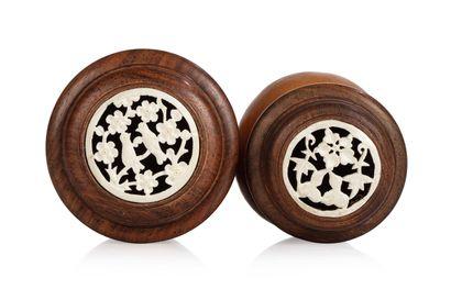 CHINE, vers 1900 Deux cages à grillons A forme de calebasse, le goulot en bois tourné...