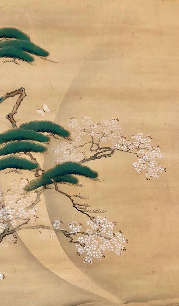 JAPON, XXe siècle Peinture montée sur rouleau Figurant une femme assoupie sous un...