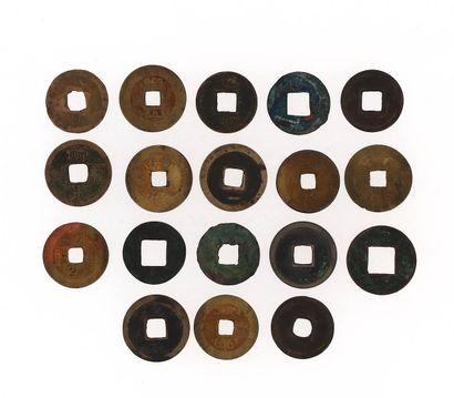 CHINE, XIXe siècle Lot de 18 pièces de monnaies Diamètre : 2,5 cm