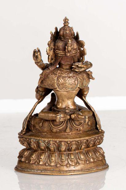 SINO-TIBET, XV/XVIe siècle Statuette en bronze doré représentant le Vajradhara assis...