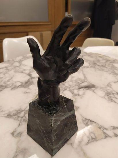 D'après Auguste RODIN Main gauche Bronze...