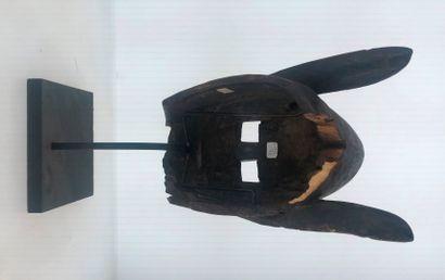 Beau masque anthropo-zoomorphe de la société initiatique du Koré. Il présente un...