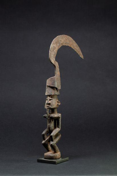 Serpe cultuelle sculptée d'un ancêtre hermaphrodite...