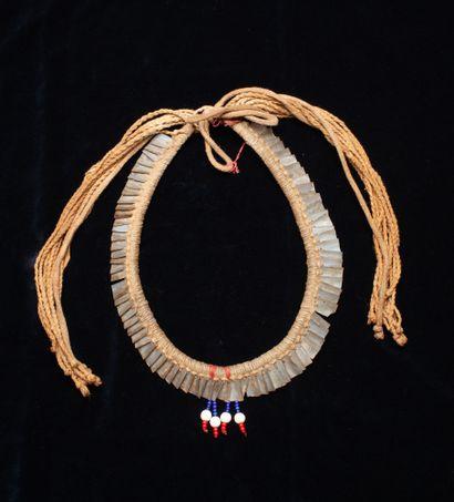 Parure de chef  Fils de coton, perles de troc et nacre  Kayapo, Amazonie brésilienne,...