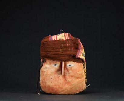 Tête de momie présentant le visage d'un seigneur...