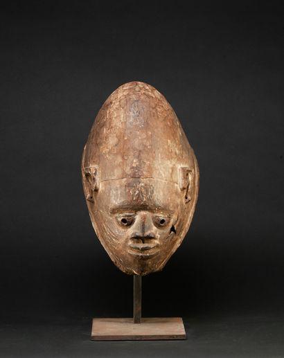 Cimier de danse guelédé sculpté d'un visage...
