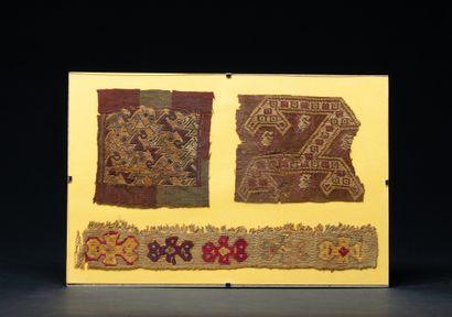Trois fragments à décor de symboles de jaguars,...