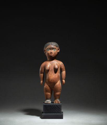 figure féminine présentée nue debout le corps...