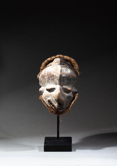 masque maladie présentant un visage déformé...