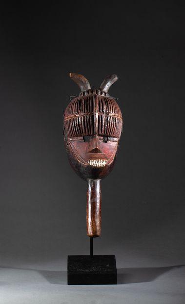 masque de danse présentant un visage au front...