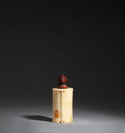 Boite à onguent ou à tabac, le réceptacle...