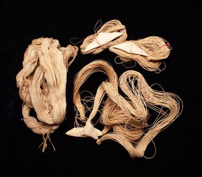 Cinq caches-sexes Kayapo « Uluri » en fibre...