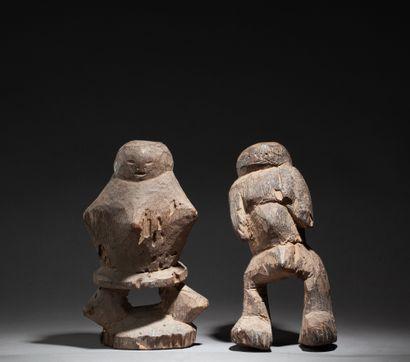 Deux statues aux belles formes primitives...