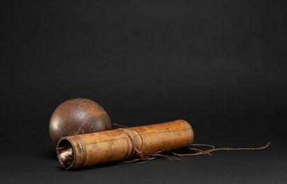 Carquois avec son réceptacle à curare utilisé pour la préparation des fléchettes...