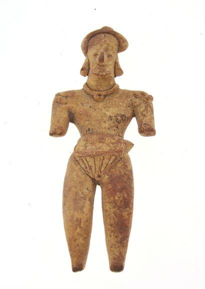 Statuette présentant un personnage portant un pagne, collier et amulette  Terre...