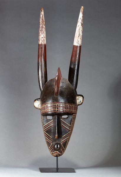 Grand masque de forgeron, sculpté d'un visage...