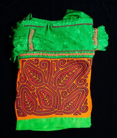 Quatre saborettes et une blouse indigène Kuna  Kunas, Iles de San Blas, Panama,...
