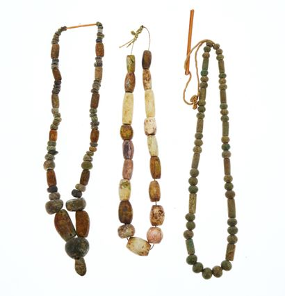 Set of three necklaces composed of ovoid...