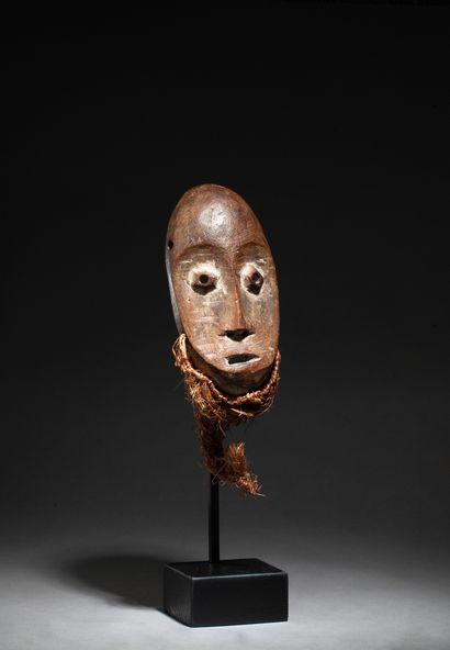 masquette « lukwakongo » de grade de la société Bwami, il est sculpté d'un visage...