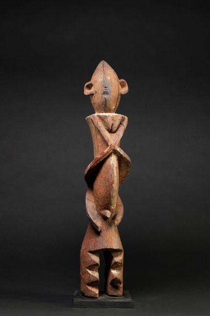 Statuette présentant un personnage stylisé...