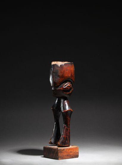 Mortier présentant une figure originale à...