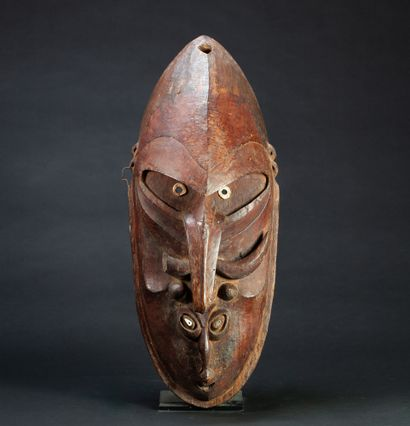 Masque « Brag », il est sculpté de deux visages...